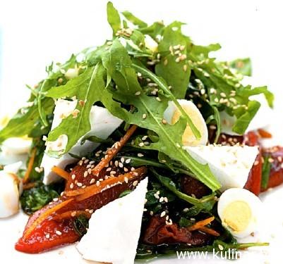 Салат из печеных овощей с рукколой и базиликом