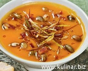 Тыквенный суп с беконом и сухариками