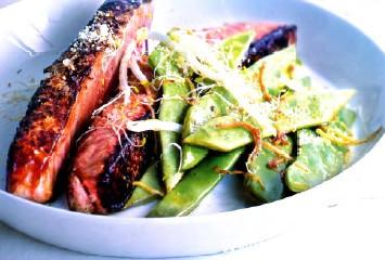 Жареный лосось с мисо и рисовым уксусом