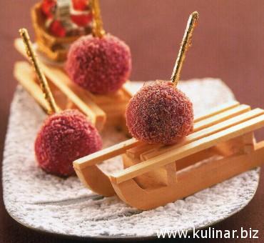 Рождественские конфеты с вишнями и розовыми бисквитами