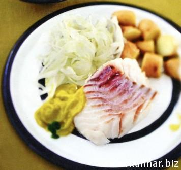 Рыба с соусом из оливкового масла с зеленью