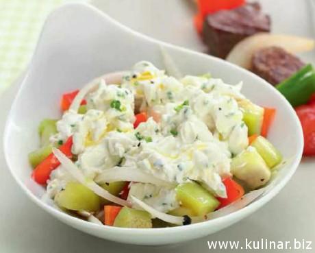 Салат с козьим сыром к мясу на гриле