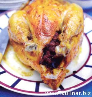 Курица, фаршированная чоризо и маслинами
