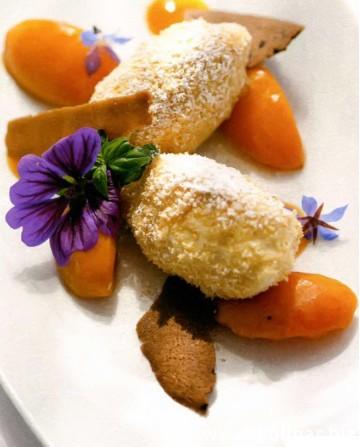 Сырные клецки с абрикосовой карамелью