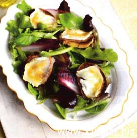 Салат из расплавленного козьего сыра с медом