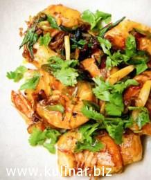 Креветки в имбирно-луковом соусе