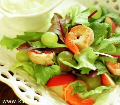 Салат с креветками и нектарином