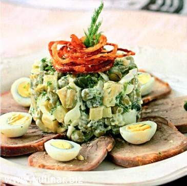 Оливье с каперсами, языком и перепелиными яйцами