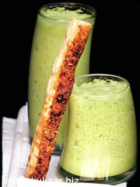 Суп-мусс из зеленого горошка с сырными палочками