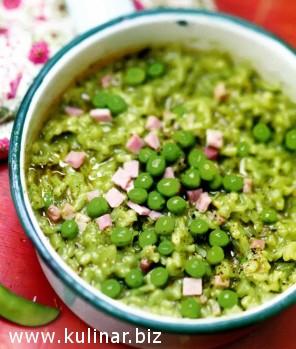 Рис с мятным песто, зеленым горошком и ветчиной