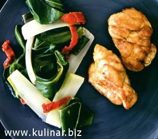 Сладкое мясо с теплым салатом из мангольда с лимоном